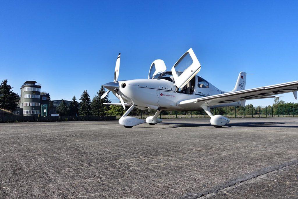 Le Cirrus SR 22, jet privé de Fly Aeolus