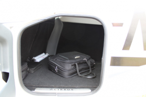 fly-aeolus-cirrus-sr22-bagages-compartiment