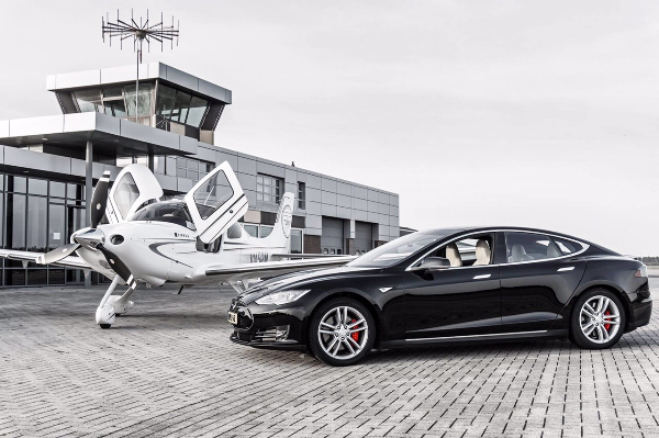 Tesla and Cirrus SR22 Fly & Drive Budel