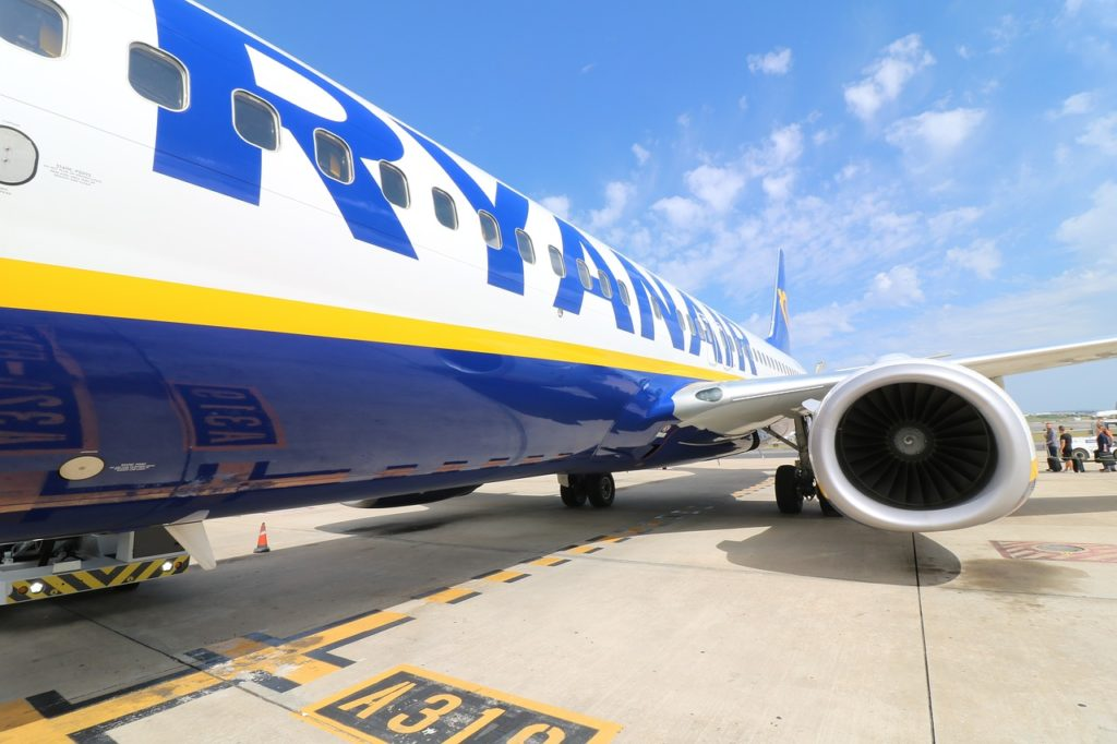 ryanair commercial airplane: awesome private jets