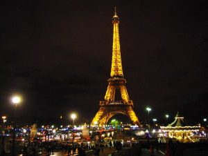 private-jet-eiffel-tower
