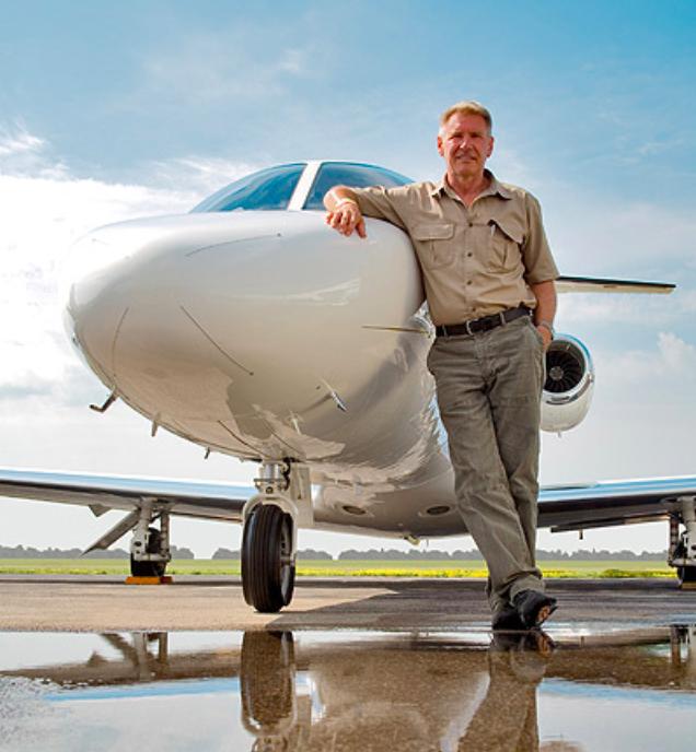 Prominente, die Flugzeuge fliegen: Harrison Ford