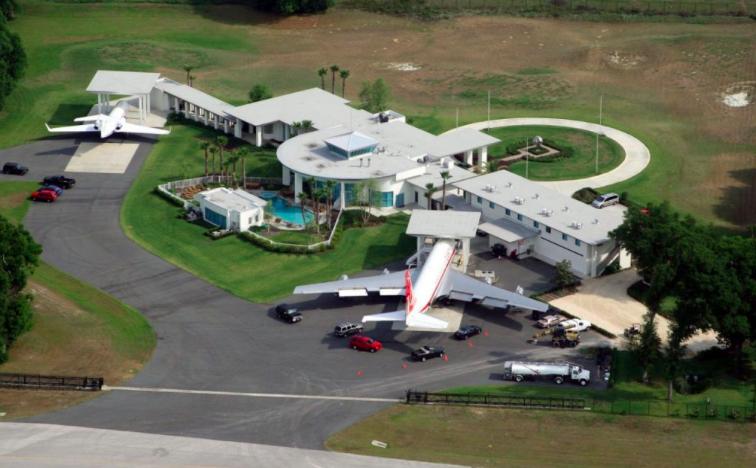 John Travolta Flugzeug und Haus