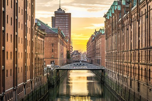 Speicherstadt Hamburg mit dem Privatjet
