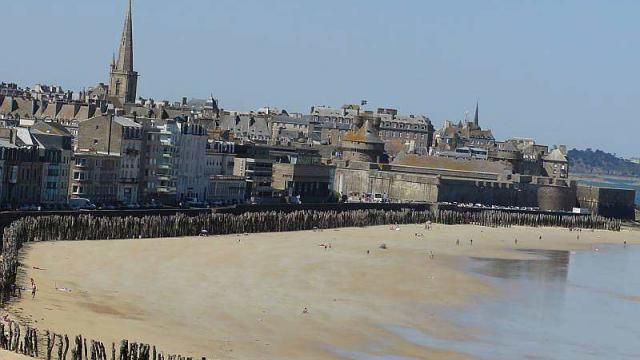 This image has an empty alt attribute; its file name is Plage-Sillon.jpg