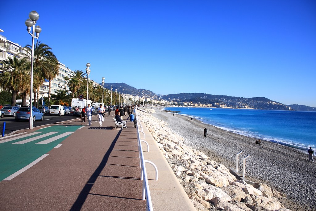 Private jet to Nice and the promenade des anglais