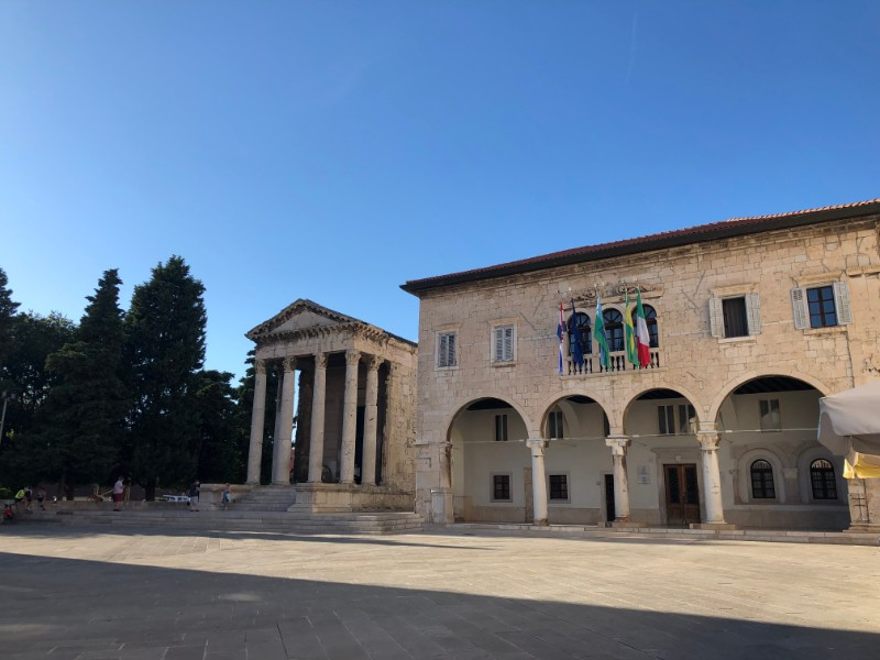 Augustustempel und Forum Pula