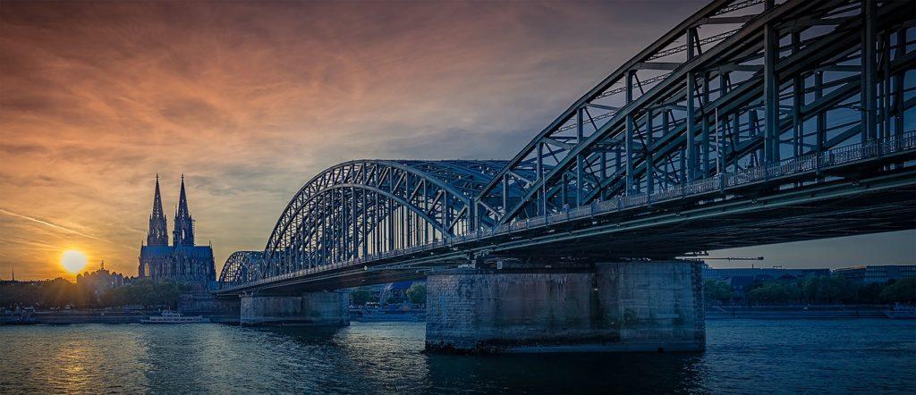 Deutschland: Köln mit Privatflug