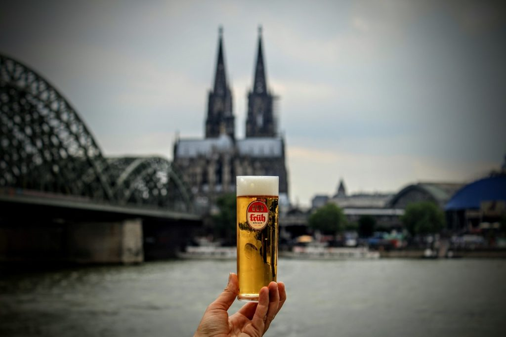 activities in cologne: drinking a kölsch