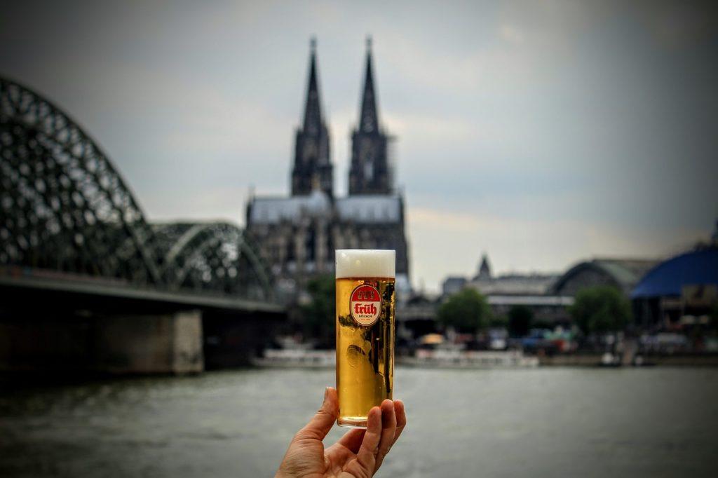activities in cologne: drinking a kölsch