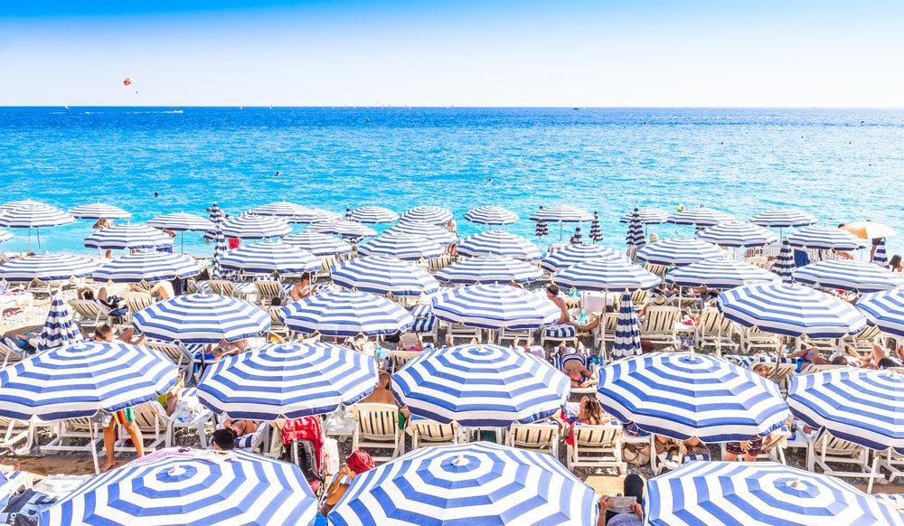 Strände von Nizza und Cote d'Azur am Meer