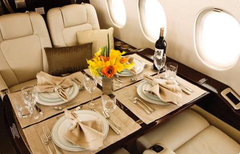 Service de restauration dans un jet privé